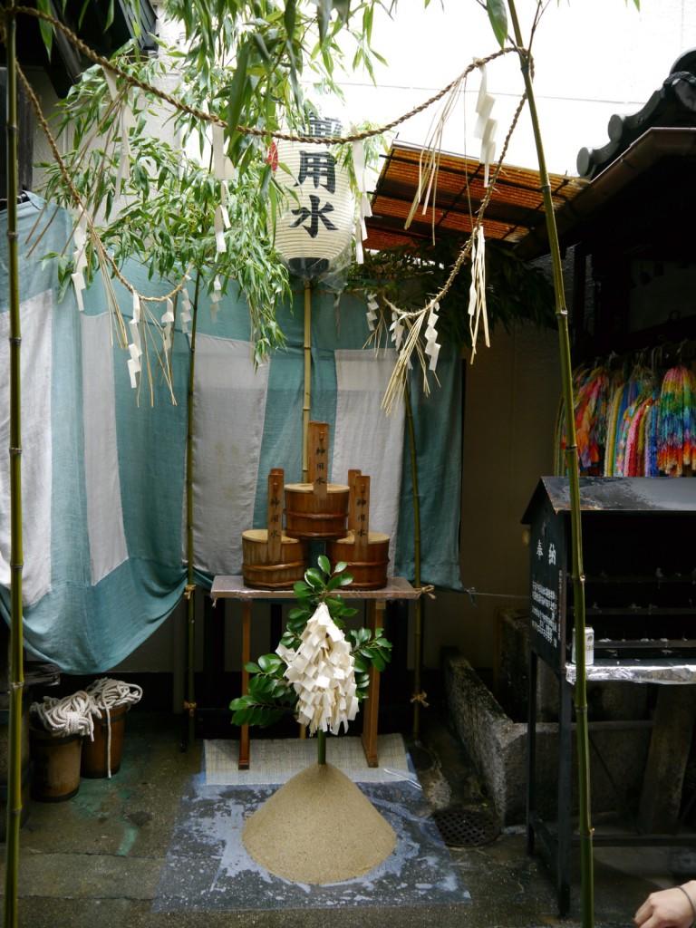 台風の影響で鴨川沿い宮川堤祓所から移された仲源寺内の神用水祓所