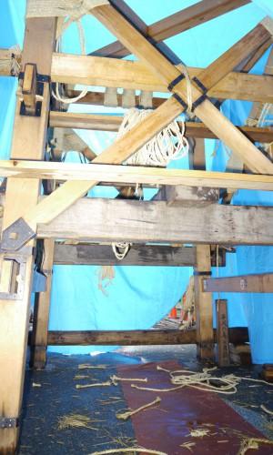 平成26年は、台風10号が近づく中の鉾建てとなった。